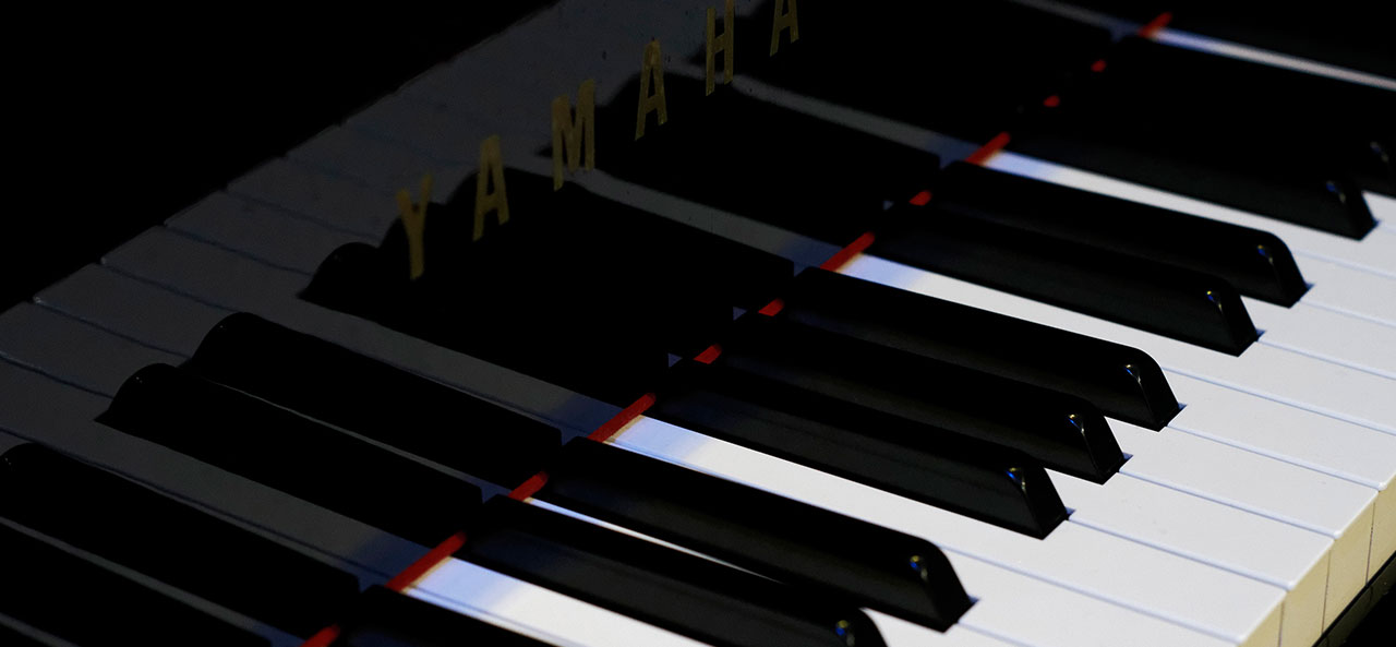 グラウンドピアノ